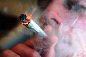 fumeur de cannabis/ source : nico-ju.blogspot.com
